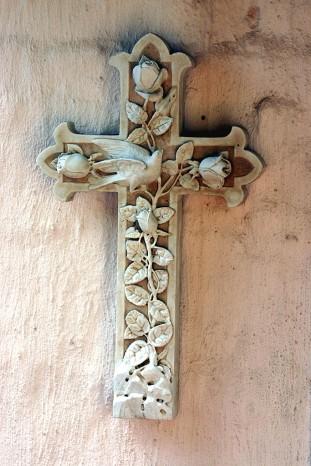 cross-on-wall-1235346